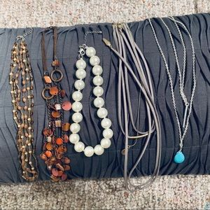 Lot of 5 Necklaces 💕